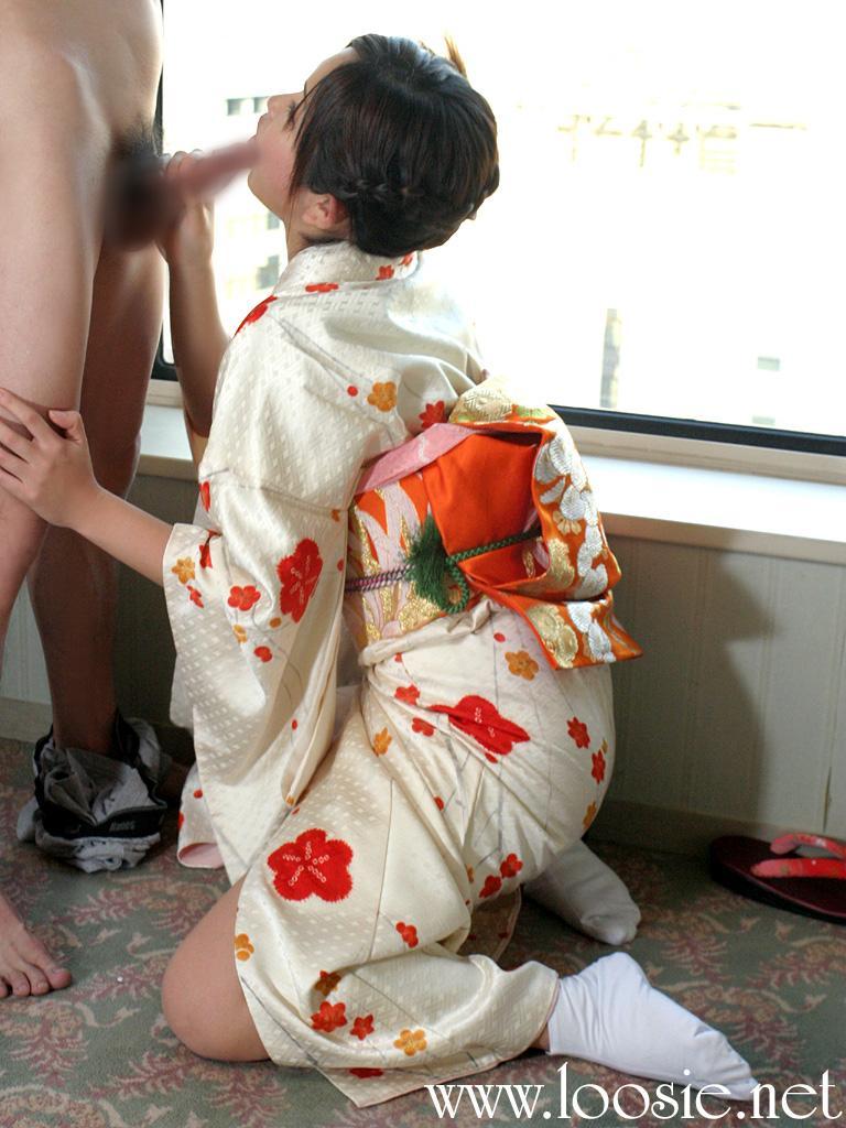 着物や浴衣を着た和服美人なお姉さんのエロ画像 15