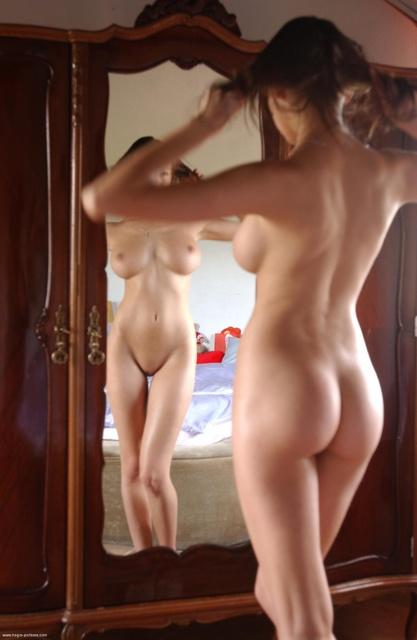 【背中】女性の後ろ姿が色っぽい背中フェチ画像 17