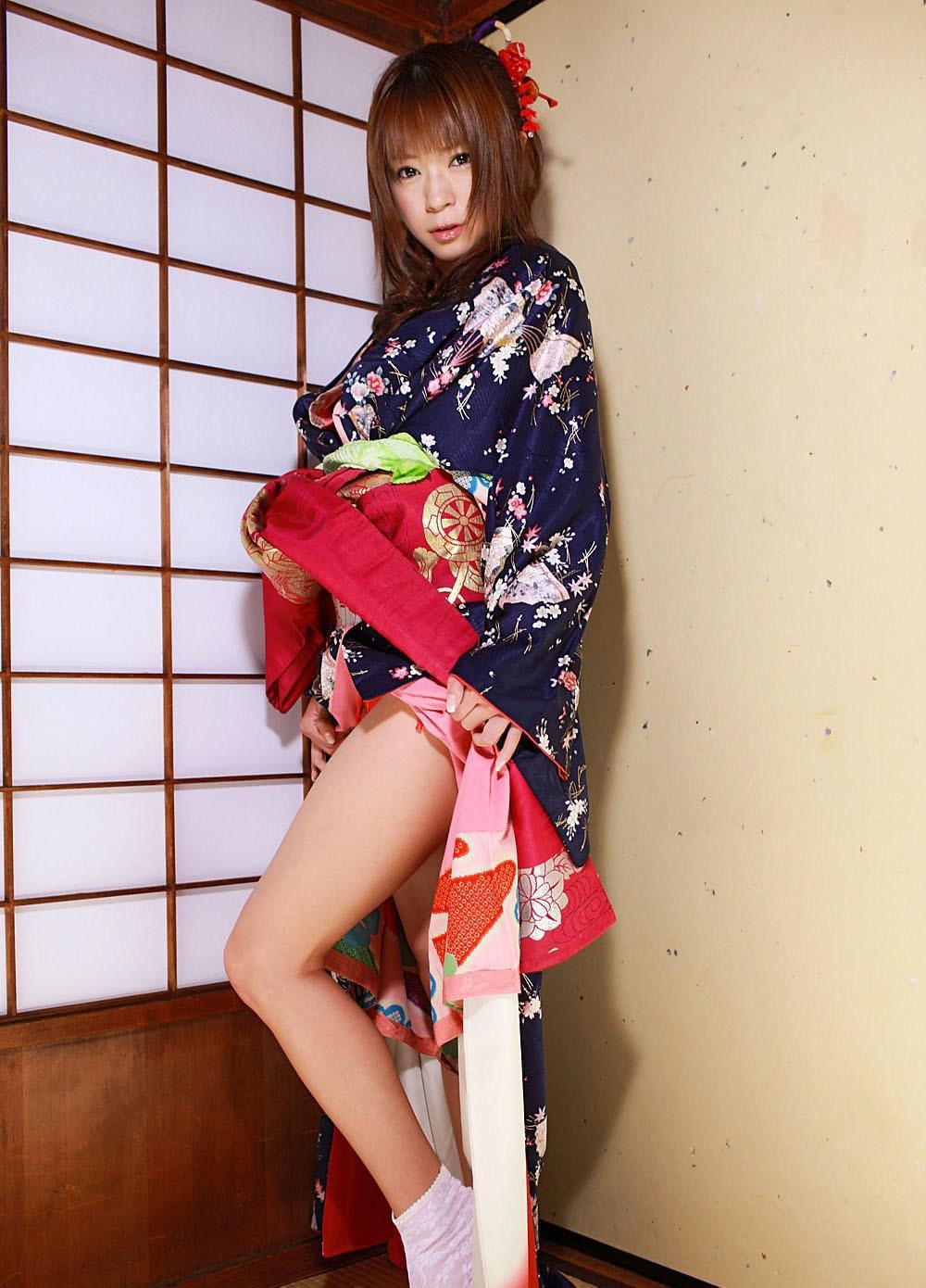 着物や浴衣を着た和服美人なお姉さんのエロ画像 19