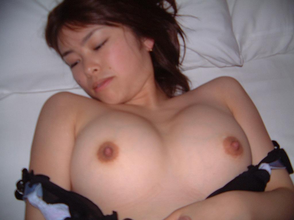 他人の彼女がアンアン悶えているセックス中のハメ撮り画像 21