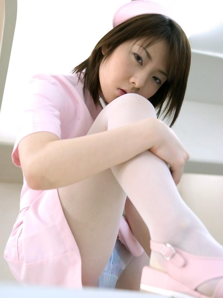 若い看護婦に勃起した下半身を見せつけた結果www ナースのエロ画像 24