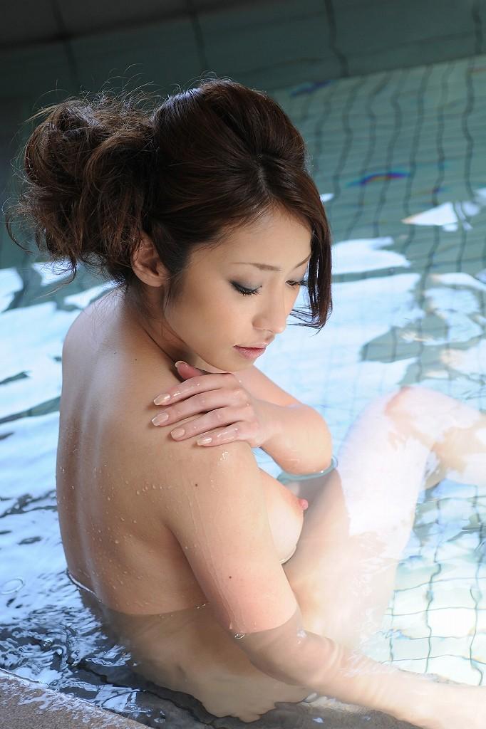 一緒にお風呂に入りたい!入浴中のお姉さんのエロ画像 27