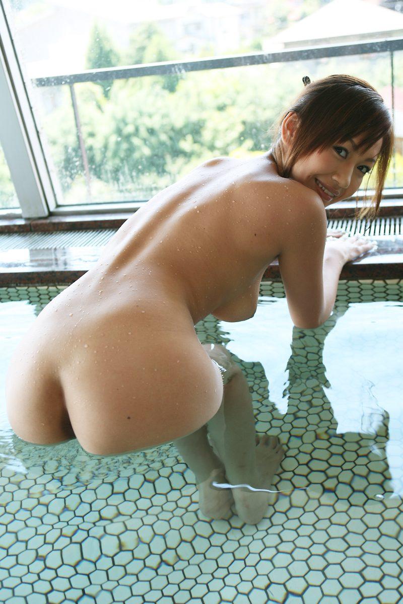一緒にお風呂に入りたい!入浴中のお姉さんのエロ画像 30