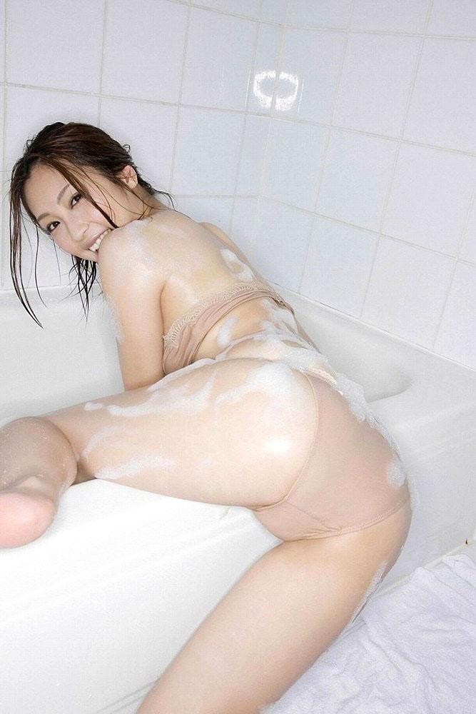 女の子と一緒にお風呂に入りたくなる入浴中のエロ画像 35