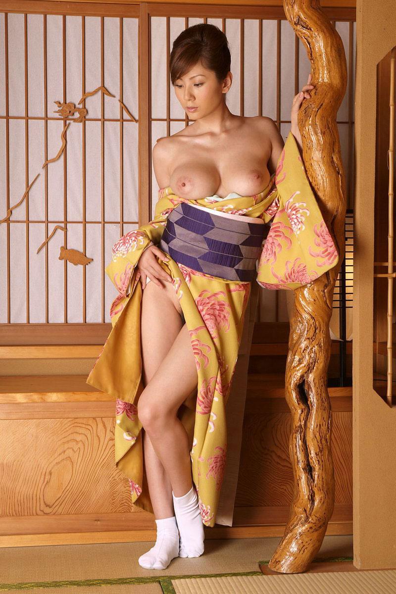 着物や浴衣を着た和服美人なお姉さんのエロ画像 35