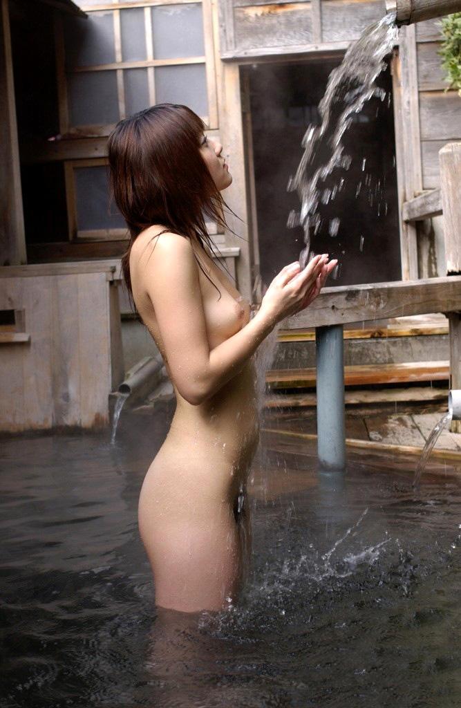 一緒にお風呂に入りたい!入浴中のお姉さんのエロ画像 36