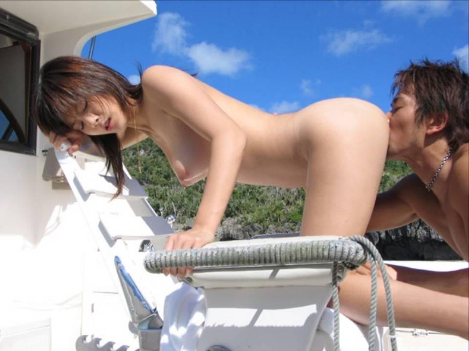 野外セックスしているバカップルのエロ画像 38