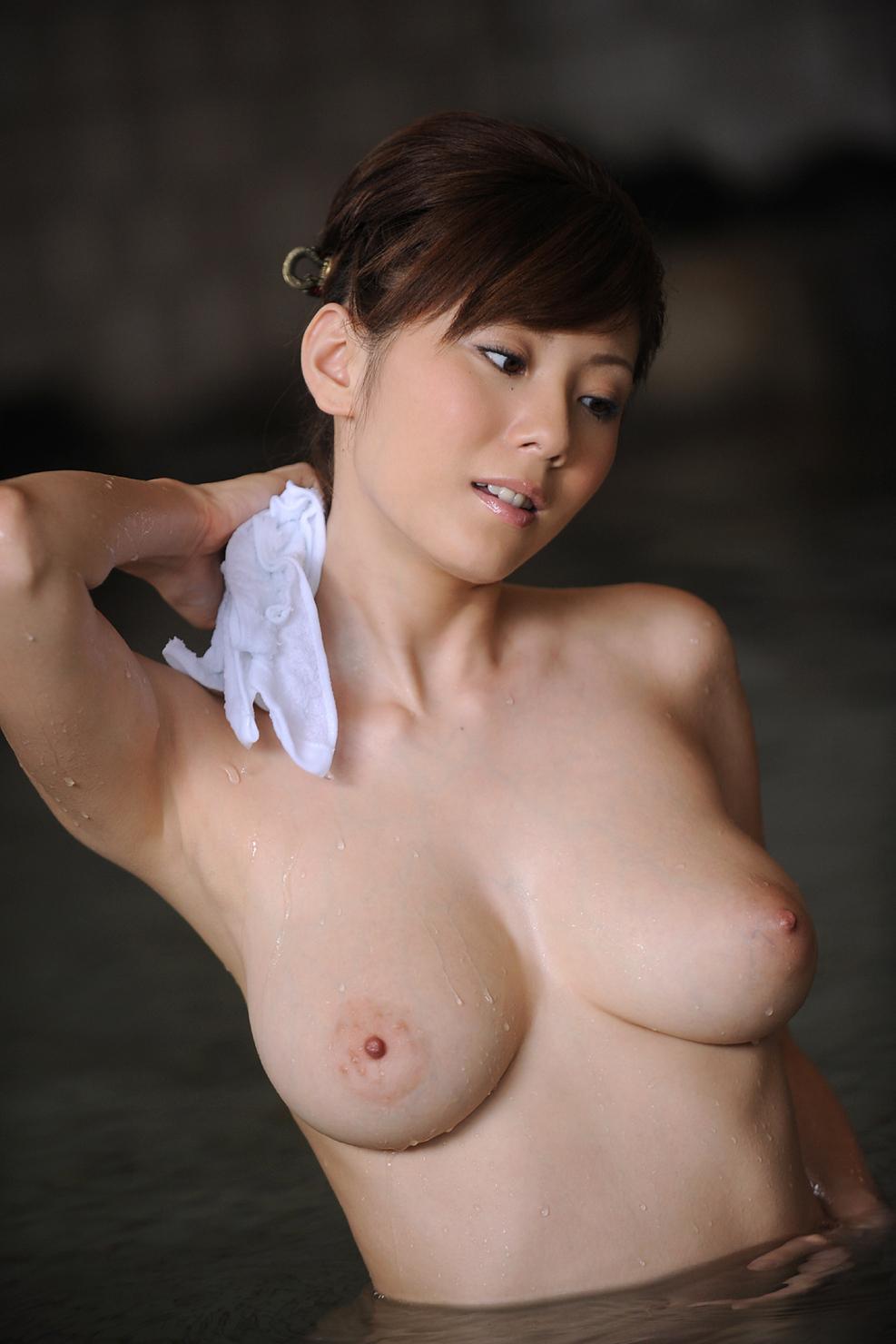 一緒にお風呂に入りたい!入浴中のお姉さんのエロ画像 39