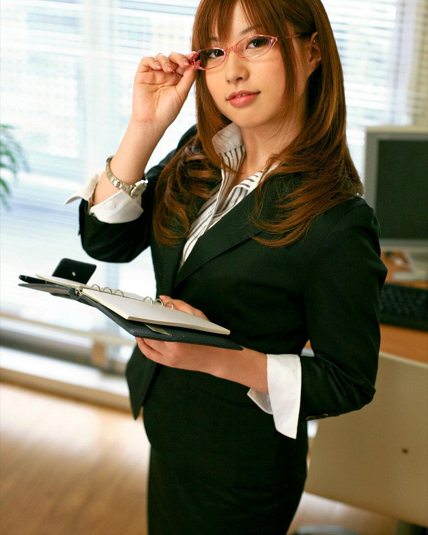 メガネを掛けてる女の子がエッチに夢中!眼鏡フェチのエロ画像 43