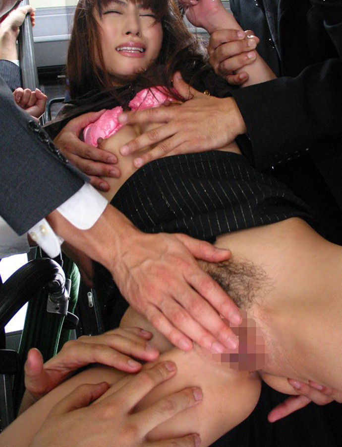 会社内でエッチなことをしているOL女子社員のエロ画像 45