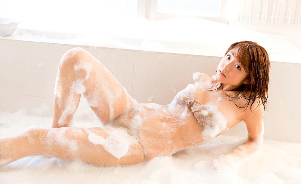女の子と一緒にお風呂に入りたくなる入浴中のエロ画像 45