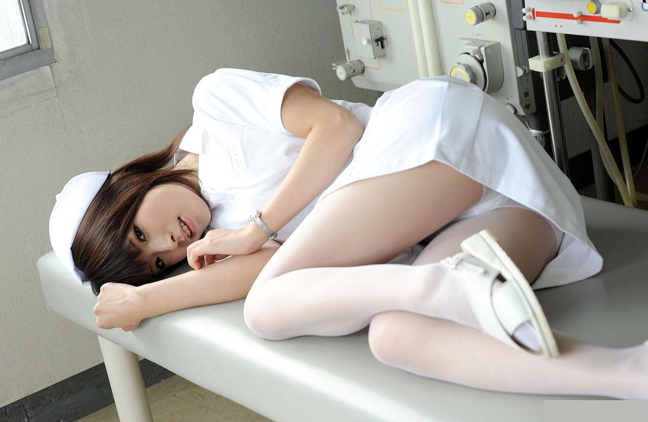若い看護婦に勃起した下半身を見せつけた結果www ナースのエロ画像 49