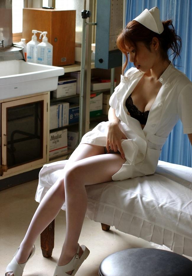若い看護婦に勃起した下半身を見せつけた結果www ナースのエロ画像 53