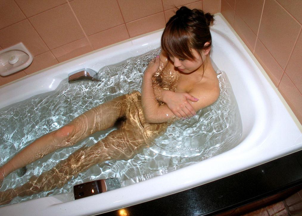 一緒にお風呂に入りたい!入浴中のお姉さんのエロ画像 54