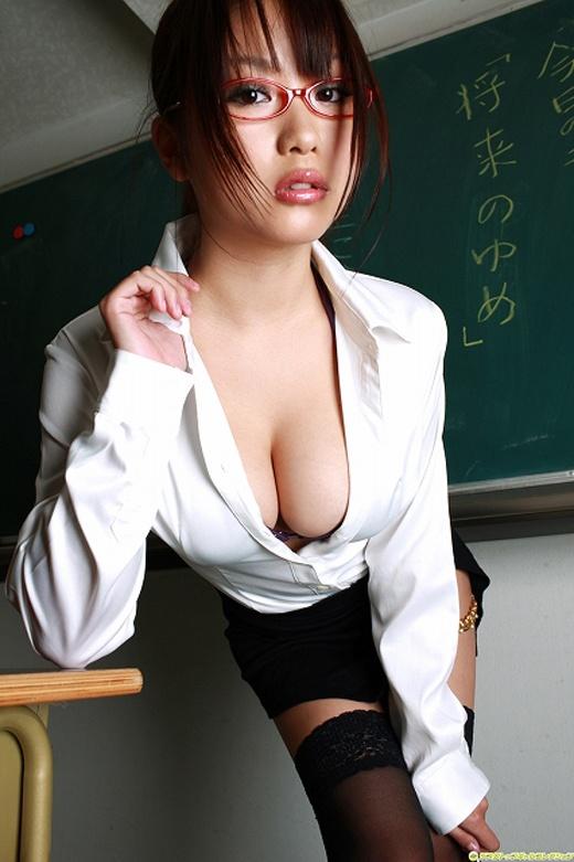 メガネを掛けてる女の子がエッチに夢中!眼鏡フェチのエロ画像 55