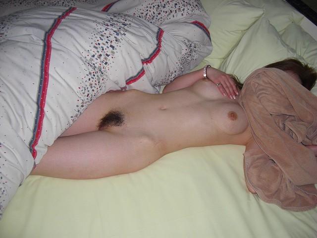 他人の彼女がアンアン悶えているセックス中のハメ撮り画像 57