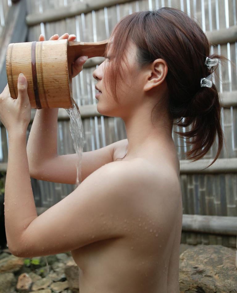 一緒にお風呂に入りたい!入浴中のお姉さんのエロ画像 57
