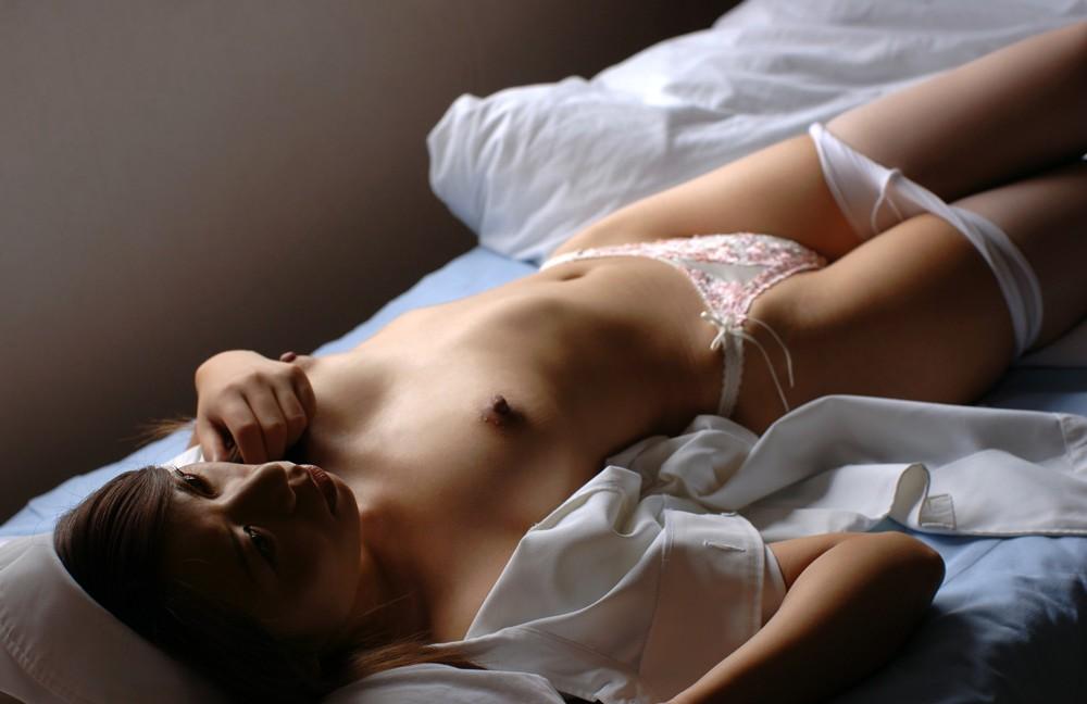 若い看護婦に勃起した下半身を見せつけた結果www ナースのエロ画像 58
