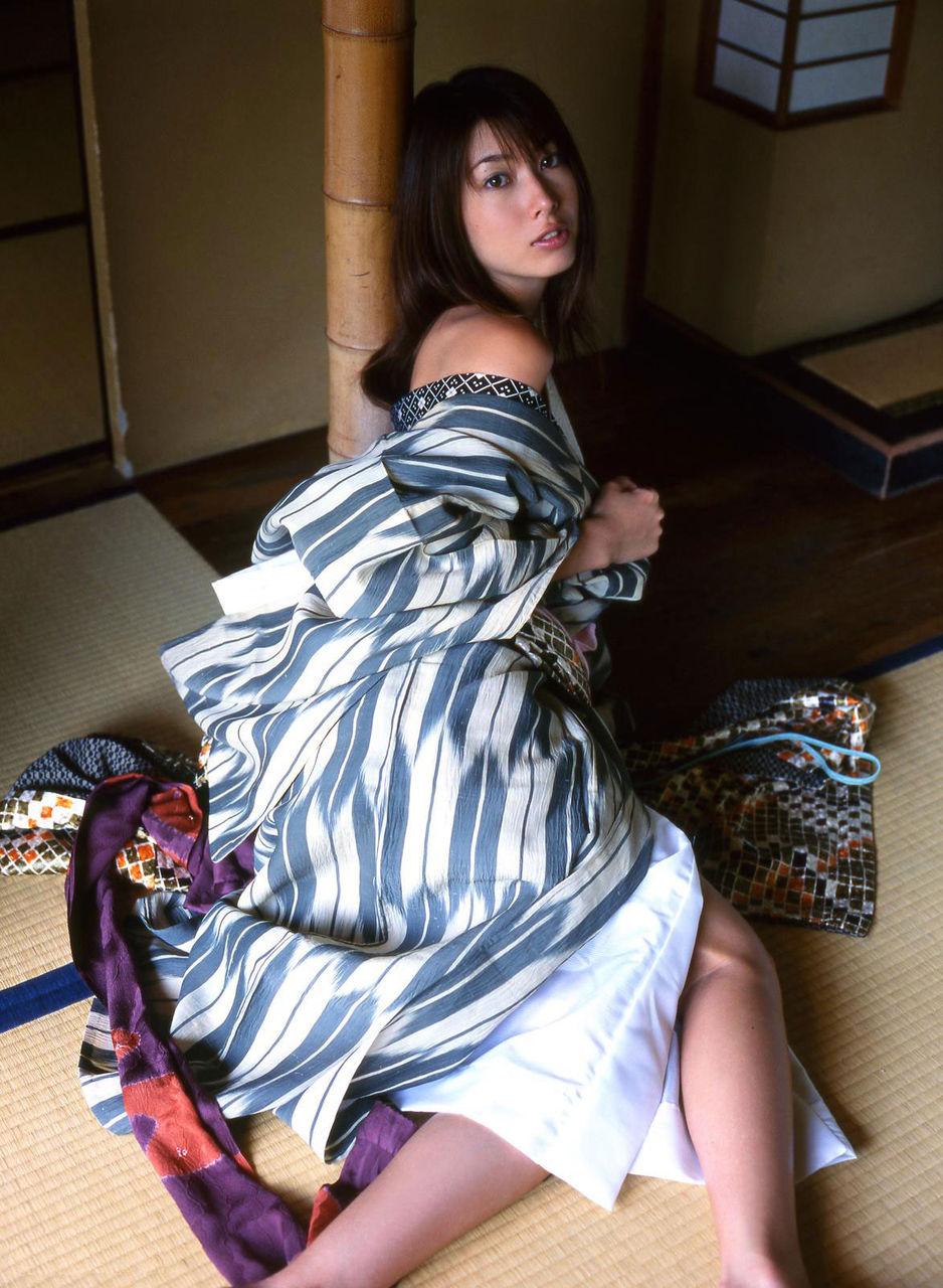 着物や浴衣を着た和服美人なお姉さんのエロ画像 61