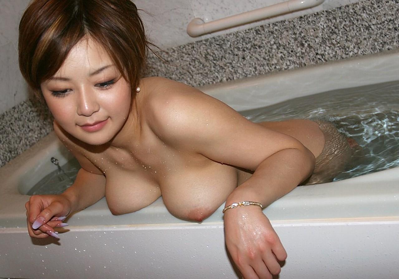 一緒にお風呂に入りたい!入浴中のお姉さんのエロ画像 61
