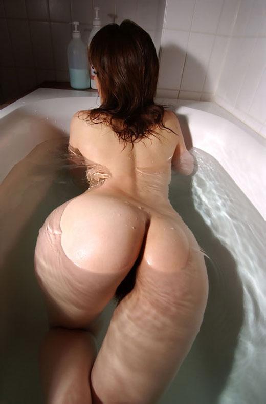 女の子と一緒にお風呂に入りたくなる入浴中のエロ画像 64