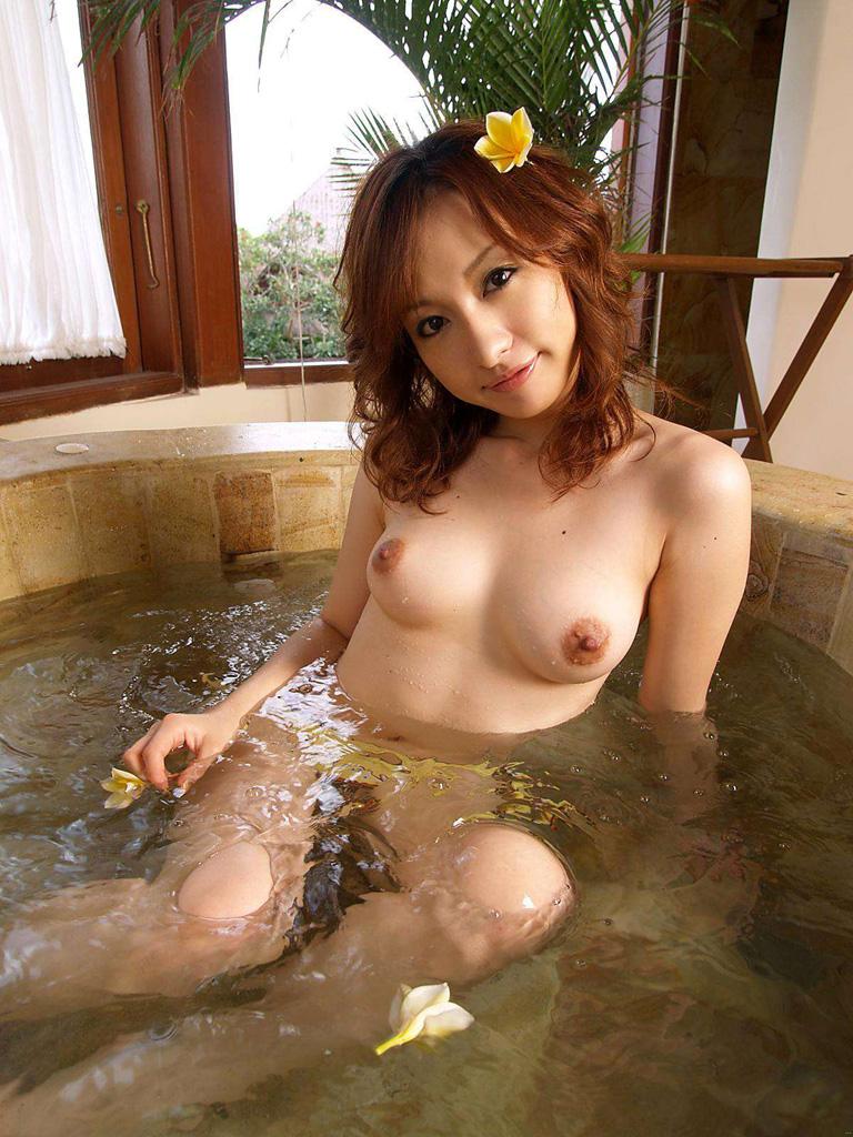 一緒にお風呂に入りたい!入浴中のお姉さんのエロ画像 64