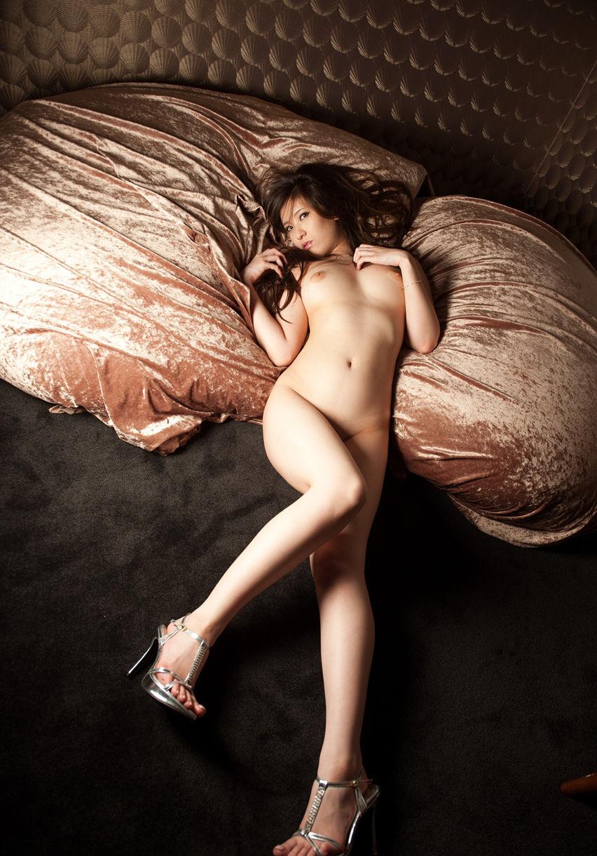 綺麗なお姉さんの全裸ヌード画像 64