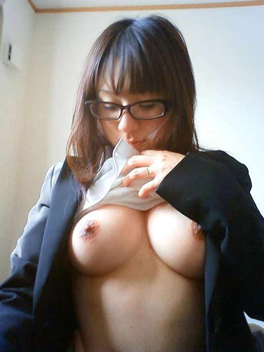 メガネを掛けてる女の子がエッチに夢中!眼鏡フェチのエロ画像 65