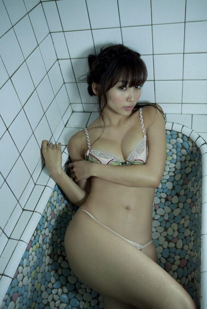 女の子と一緒にお風呂に入りたくなる入浴中のエロ画像 69