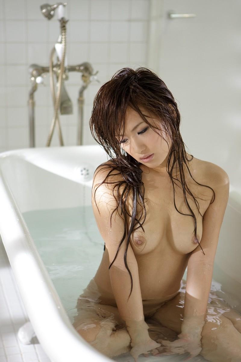一緒にお風呂に入りたい!入浴中のお姉さんのエロ画像 70