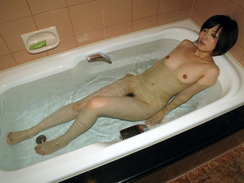 女の子と一緒にお風呂に入りたくなる入浴中のエロ画像 72