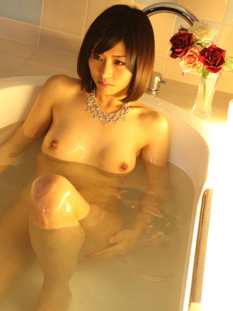 一緒にお風呂に入りたい!入浴中のお姉さんのエロ画像 72