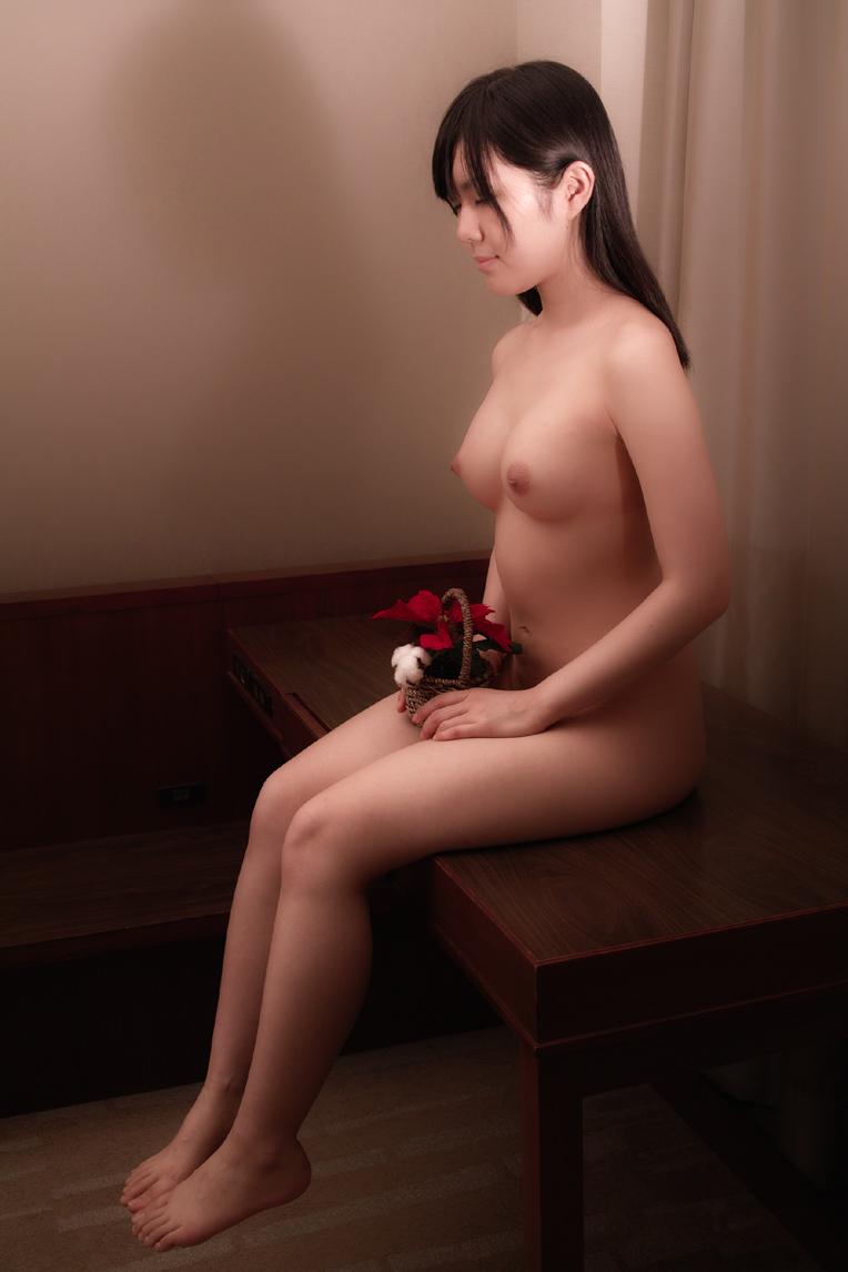 綺麗なお姉さんの全裸ヌード画像 72
