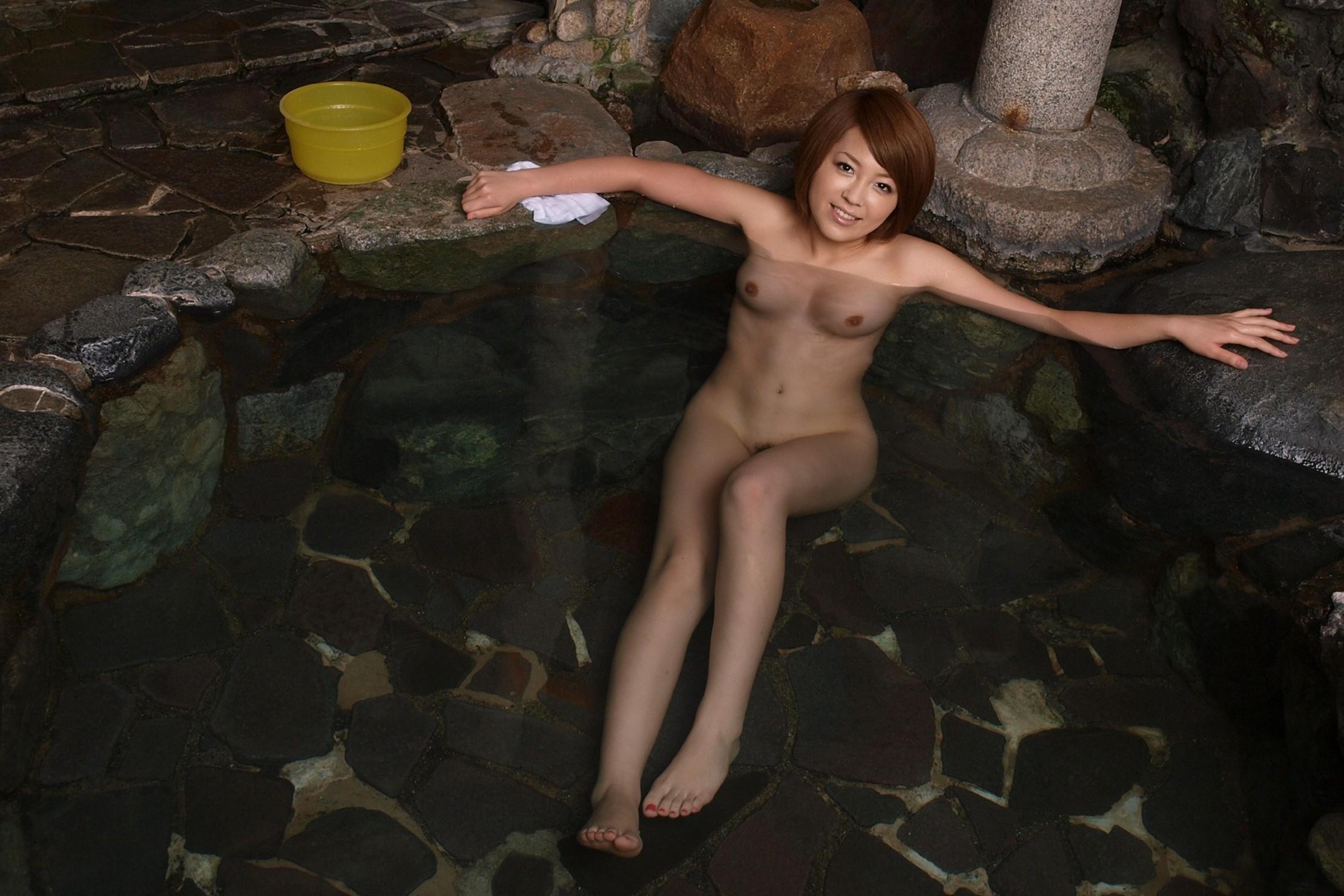 一緒にお風呂に入りたい!入浴中のお姉さんのエロ画像 73