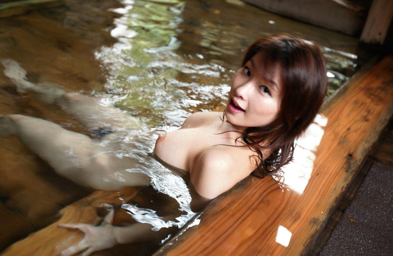 一緒にお風呂に入りたい!入浴中のお姉さんのエロ画像 76