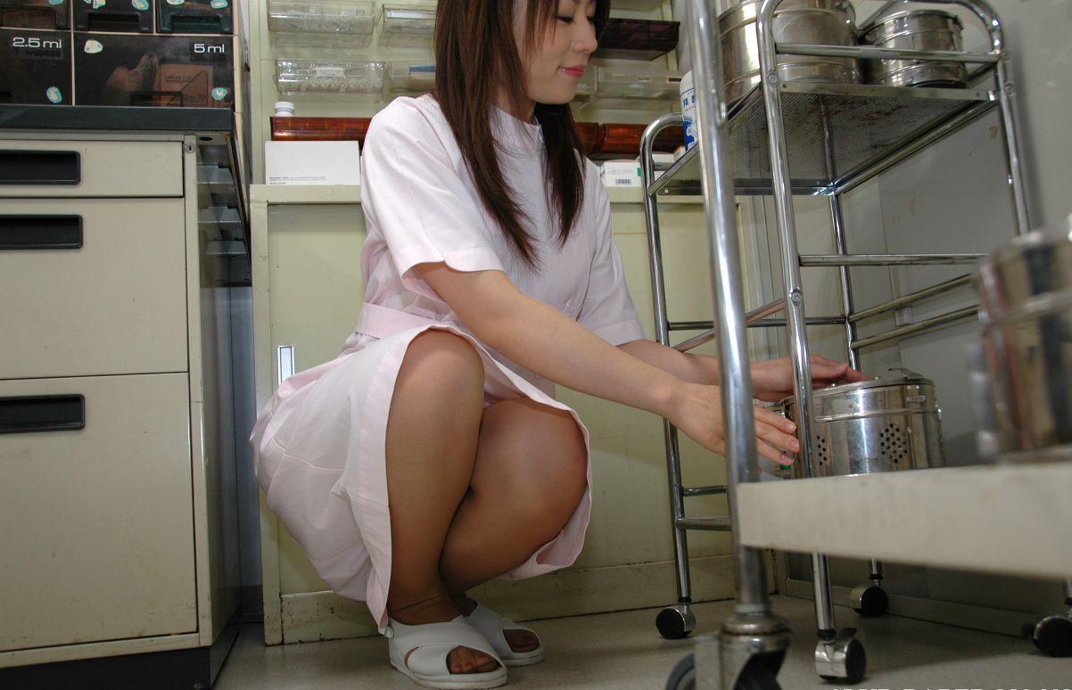若い看護婦に勃起した下半身を見せつけた結果www ナースのエロ画像 78