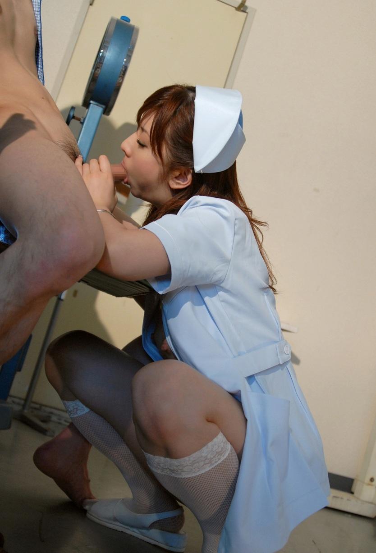 若い看護婦に勃起した下半身を見せつけた結果www ナースのエロ画像 80