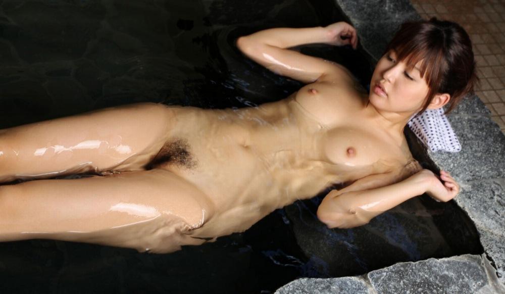 女の子と一緒にお風呂に入りたくなる入浴中のエロ画像 82