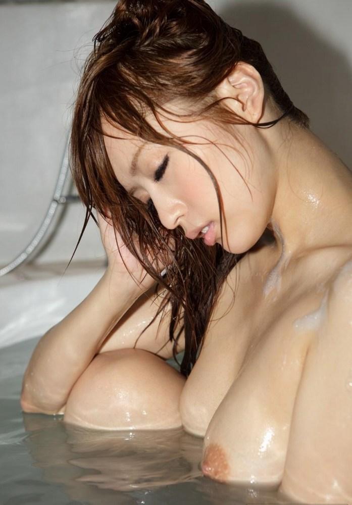 女の子と一緒にお風呂に入りたくなる入浴中のエロ画像 83
