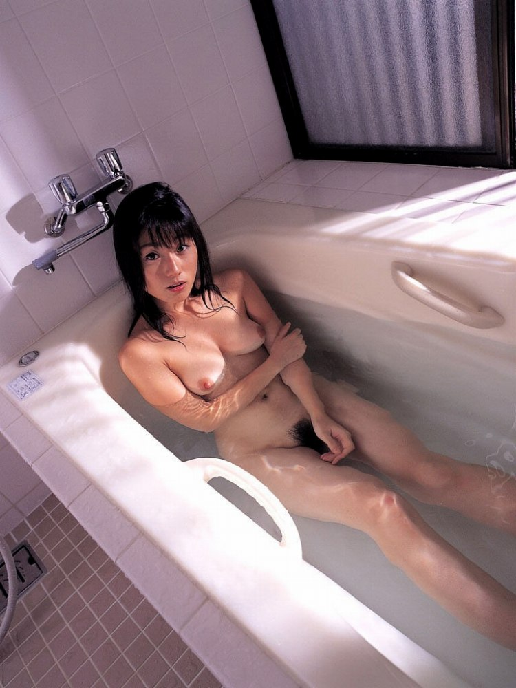 女の子と一緒にお風呂に入りたくなる入浴中のエロ画像 87
