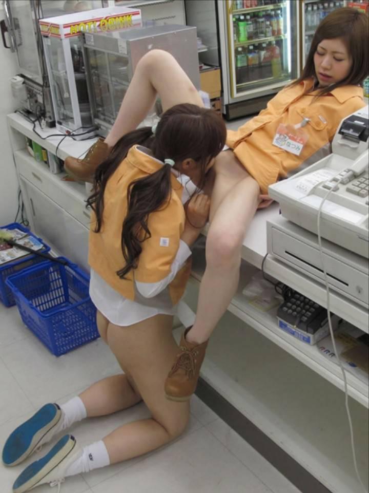 【レズ】女同士でマンコを擦りあうレズビアンのエロ画像 89