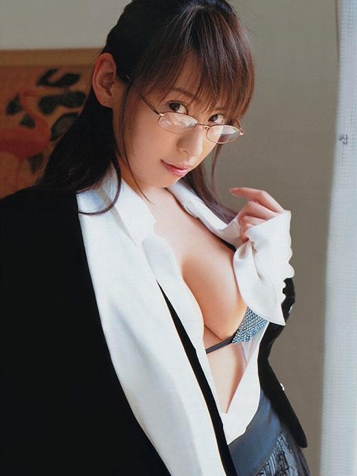 メガネを掛けてる女の子がエッチに夢中!眼鏡フェチのエロ画像 94