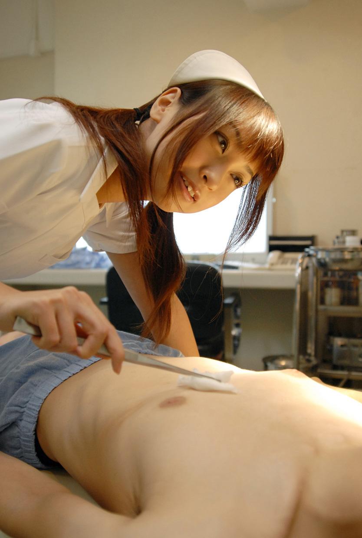 若い看護婦に勃起した下半身を見せつけた結果www ナースのエロ画像 95