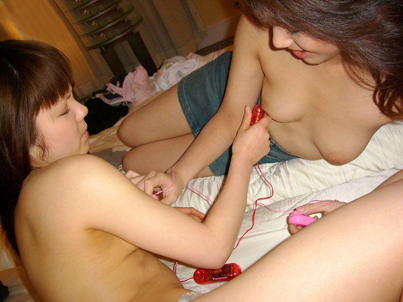 【レズ】女同士でマンコを擦りあうレズビアンのエロ画像 95