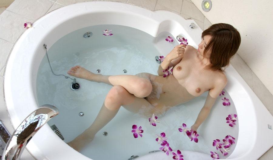 女の子と一緒にお風呂に入りたくなる入浴中のエロ画像 96