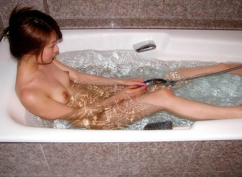 女の子と一緒にお風呂に入りたくなる入浴中のエロ画像 97