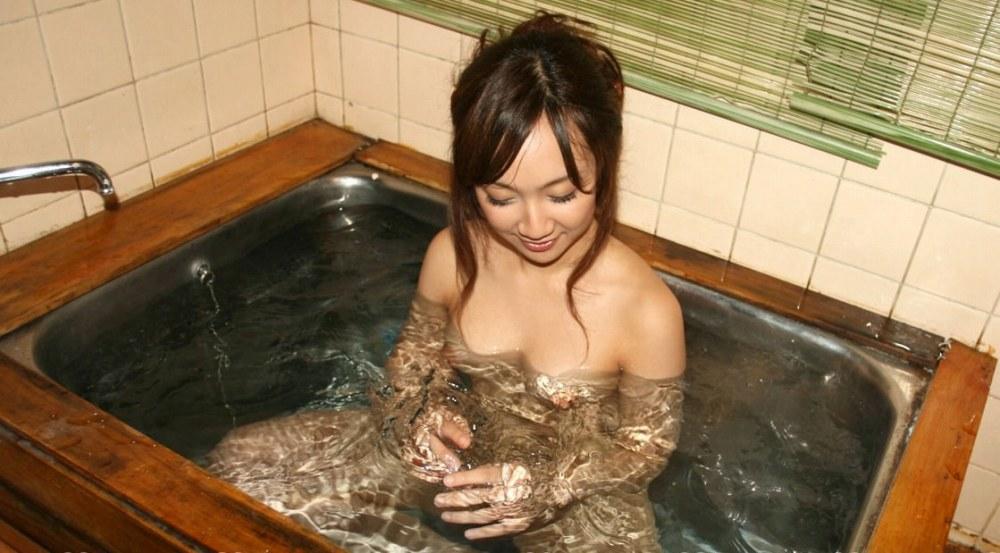 女の子と一緒にお風呂に入りたくなる入浴中のエロ画像 99