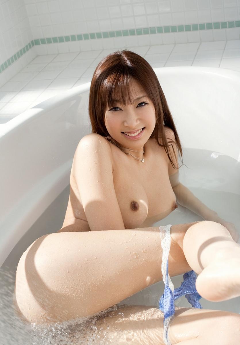 一緒にお風呂に入りたい!入浴中のお姉さんのエロ画像 103