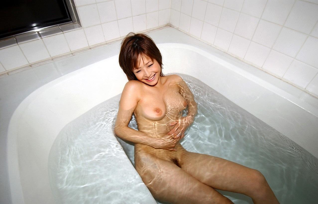 一緒にお風呂に入りたい!入浴中のお姉さんのエロ画像 104