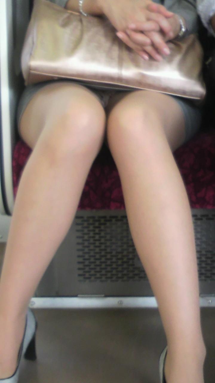 電車内 対面パンチラ 画像 39